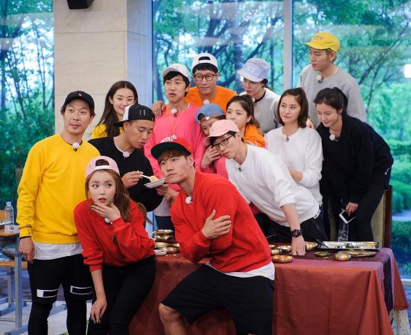 """Es un pareja contra pareja en """"Running Man"""" + Lee Kwang Soo consigue un lindo aegyo de Uhm Hyun Kyung"""