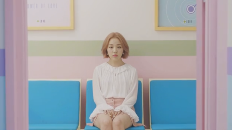 """[Actualizado] Baek Ah Yeon lanza nuevo video teaser para su regreso con """"So So"""""""