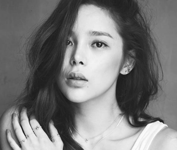 Park Si Yeon revela que ha solicitado el divorcio