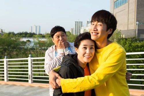 """Lee Kwang Soo y el elenco de """"The Sound Of Your Heart"""" dicen adiós en fotos de su último día de grabación"""
