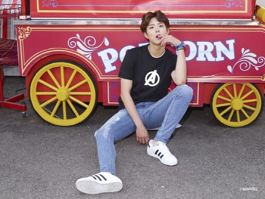 Park Bo Gum es tu novio superhéroe en una sesión de fotos en colaboración con Marvel