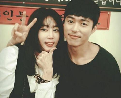 """Oh Min Seok habla sobre la posibilidad de salir con su ex-esposa virtual de """"We Got Married"""", Kang Ye Won"""