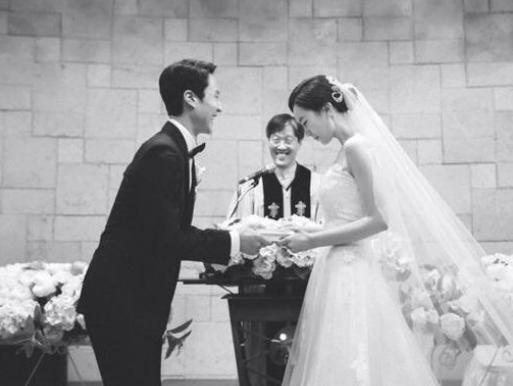Jung Woo y Kim Yoo Mi están esperando a su primer hijo