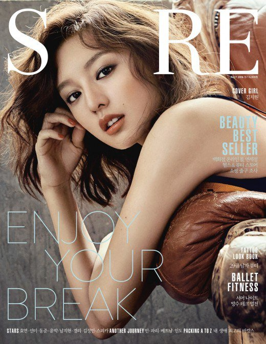 "Kim Ji Won posa para la revista ""Sure"""