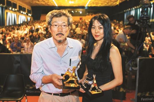 Se informa que la actriz Kim Min Hee y el director Hong Sang Soo tendrían una aventura