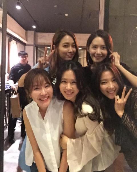 Son Ye Jin comparte foto con YoonA, Lee Min Jung y más