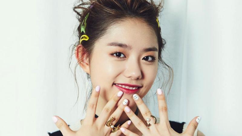 Kim Sohye de I.O.I abre una tienda de café y realiza una sesión de firmas
