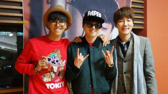 Kang Seungyoon y Lee Seunghoon de WINNER anuncian el regreso en solitario de Song Mino a sus fans