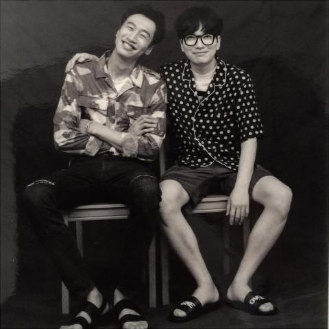 """Lee Dong Hwi comparte una foto con su co-estrella de """"Entourage"""" Lee Kwang Soo"""