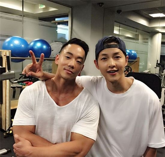 Song Joong Ki se prepara en el gimnasio para su próxima película