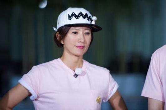 """La increíble agilidad de Kim Hee Ae sorprende a los miembros y al equipo de """"Running Man"""""""