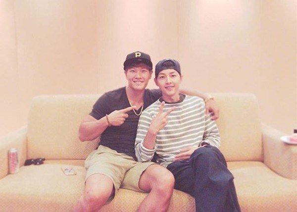 Kim Jong Kook y Song Joong Ki desbordan cariño fraternal