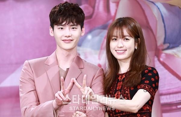 """Han Hyo Joo sólo tiene elogios para su co-estrella Lee Jong Suk en """"W"""""""