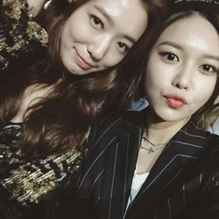 Sooyoung de Girls' Generation agradece a Park Shin Hye un regalo con lindas bromas sobre sus dramas