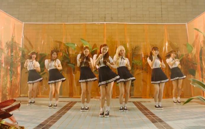 "Oh My Girl regresa con su veraniego video musical ""A-ing"" feat. Skull y Haha"