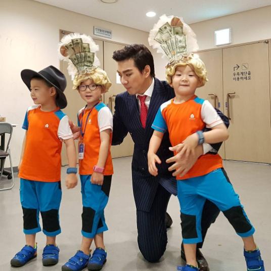 Los trillizos Song se disfrazan en el camerino del musical de Song Il Gook