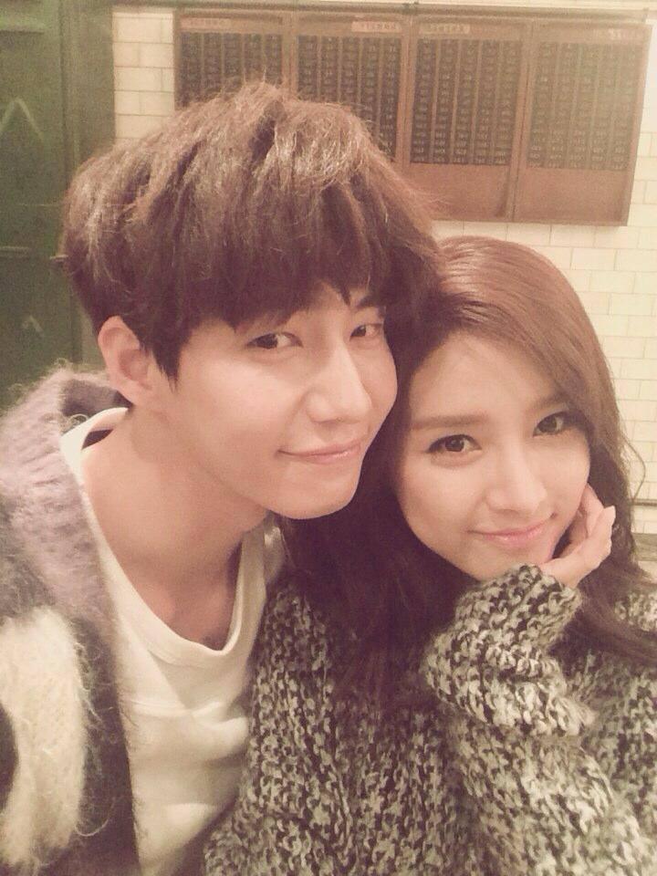"""Song Jae Rim sobre reunirse con Kim So Eun en un drama: """"Estoy en sus manos"""""""