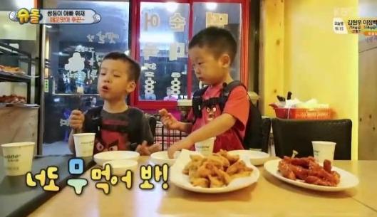 Seo Eon y Seo Jun presumen que pueden comer alimentos picantes, pero ¿realmente pueden hacerlo?