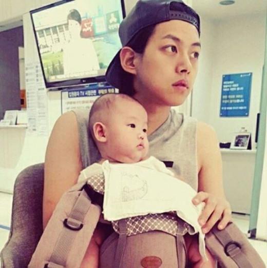 El ex miembro de U-KISS, Dongho, da un vistazo a su vida como padre