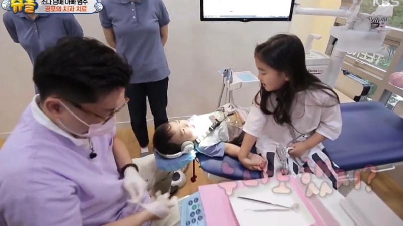 So Eul y Da Eul superan valientemente una visita al dentista ellos solos