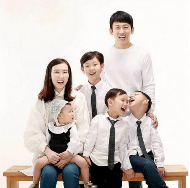 Park Ji Heon de V.O.S da la bienvenida a su nueva hija