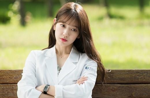 """La agencia de Park Shin Hye habla sobre los planes de la actriz luego del final de """"Doctors"""""""