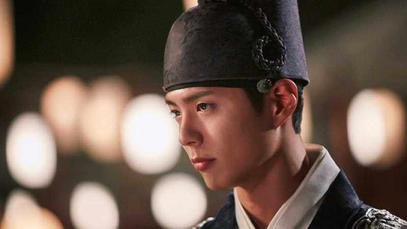 """Park Bo Gum está considerando cantar para el OST de """"Moonlight Drawn By Clouds"""""""