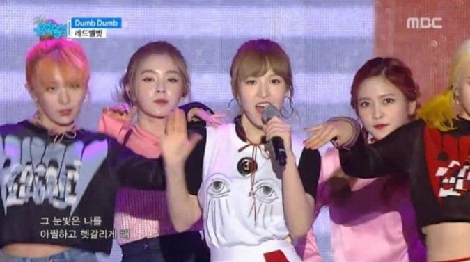 """Red Velvet, SISTAR, CNBLUE y más actúan en el especial Sky Festival de """"Music Core"""""""