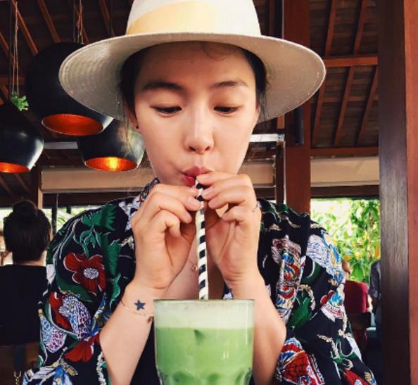 Kahi revela el progreso de su embarazo a través de una foto realizada en Bali
