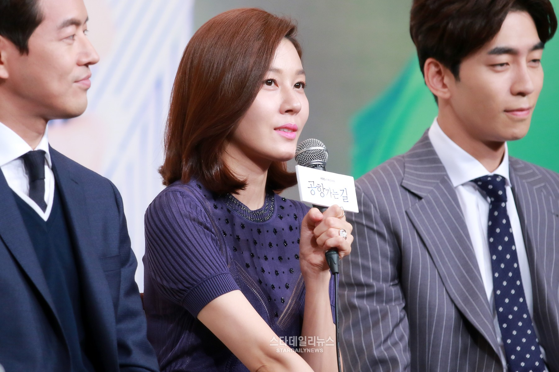 "Kim Ha Neul promete bailar ""Cheer Up"" de TWICE por los índices de audiencia"