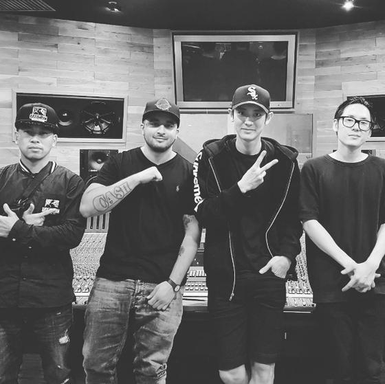 Chanyeol de EXO colaborará con Far East Movement para un lanzamiento el próximo mes