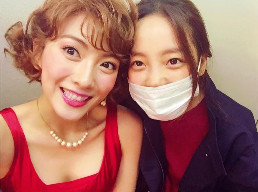 Goo Hara apoya a su anterior compañera de banda, Kang Ji Young, en su nuevo musical