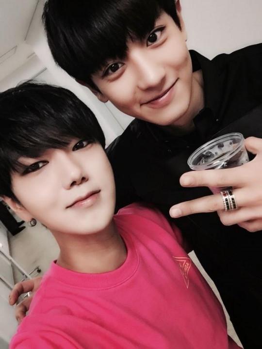 """Chanyeol de EXO y Yesung de Super Junior quieren ser los próximos en aparecer en """"Celebrity Bromance"""""""