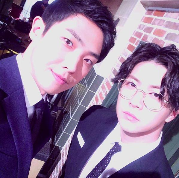 """Lee Joon y Park Sang Hyun (Ex-miembros de MBLAQ) se reunieron en el set de """"Woman With a Suitcase"""""""