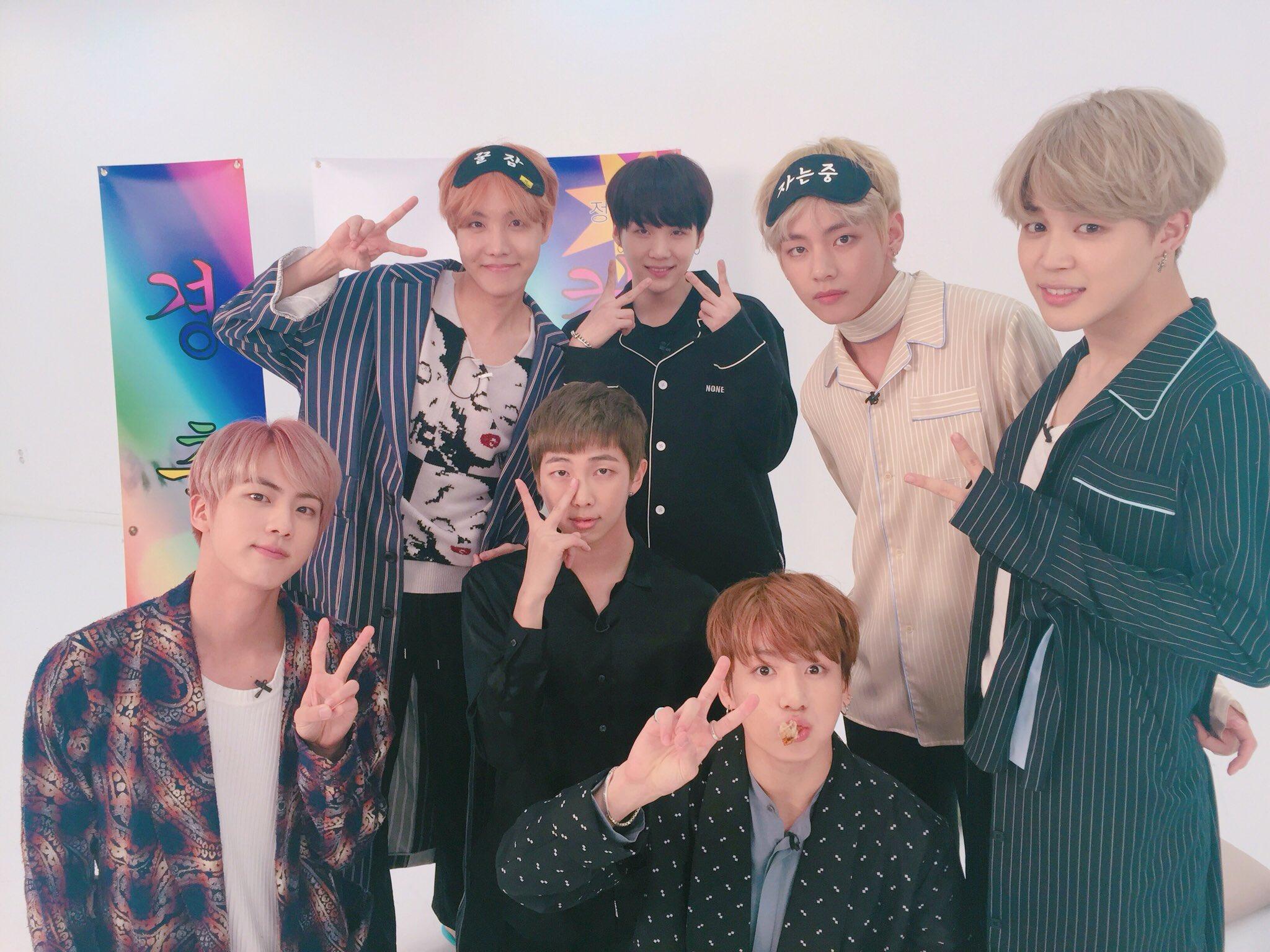 """BTS habla sobre las canciones en """"WINGS"""" durante transmisión en vivo"""