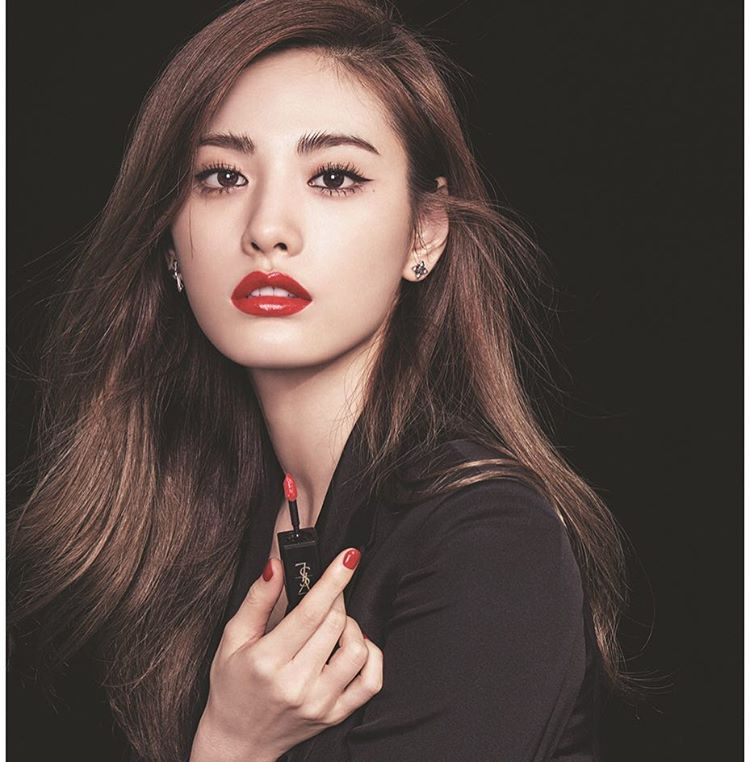"""Nana muestra su belleza a la revista """"High Cut"""""""