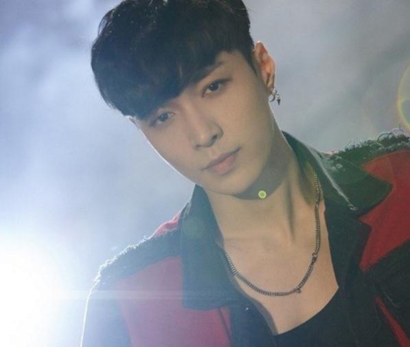 """Lay de EXO domina las listas musicales con """"What U Need"""""""