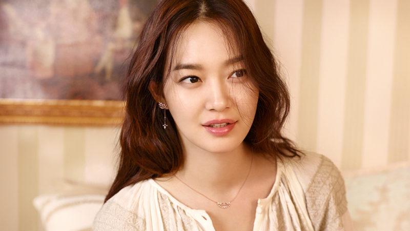Se revela que Shin Min Ah ha donado una increíble cantidad de dinero en secreto por más de 8 años