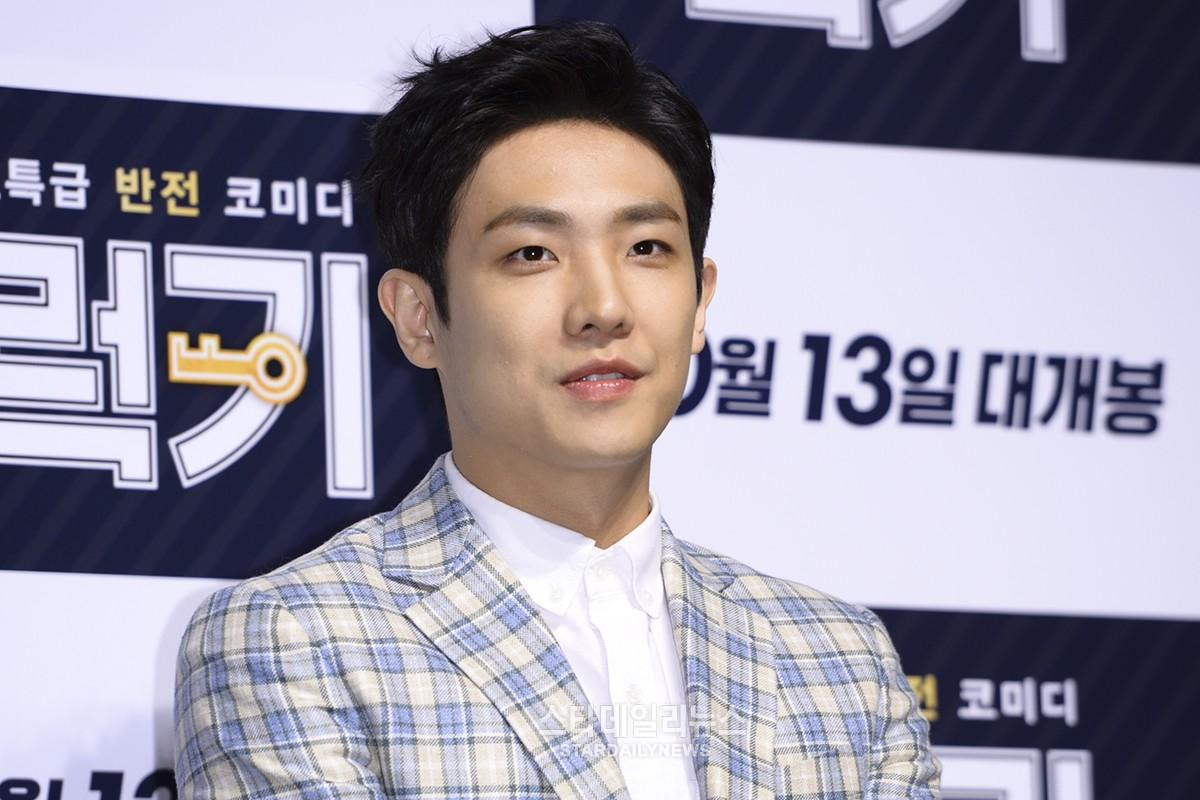 Lee Joon habla acerca de obtener consejos de actuación por parte de los internautas