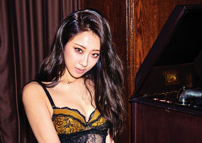 Kyungri de 9Muses muestra su lado más sexy a la revista Cosmopolitan