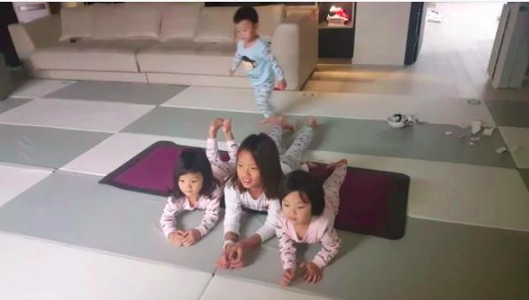 Daebak y sus hermanas trabajan sus músculos con una adorable rutina de ejercicios
