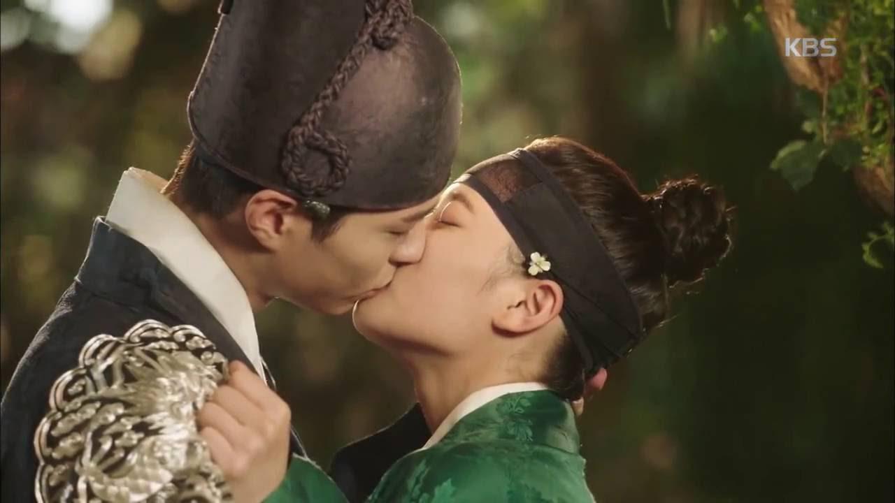 Kim Yoo Jung revela la sorprendente razón por la que estaba preocupada por su escena de beso con Park Bo Gum