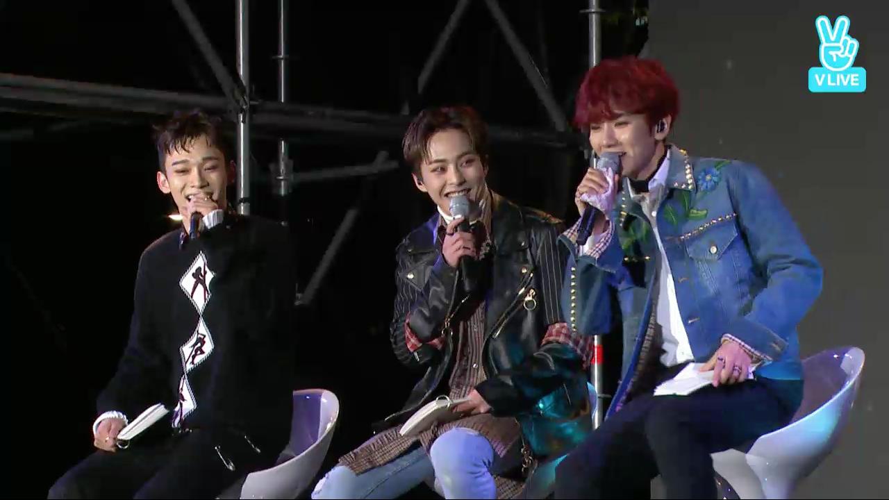 Los chicos de EXO-CBX son diversión y energía mientras platican y cantan para sus fans