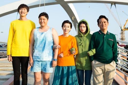Lee Kwang Soo habla sobre aparecer parcialmente desnudo en nuevo drama web