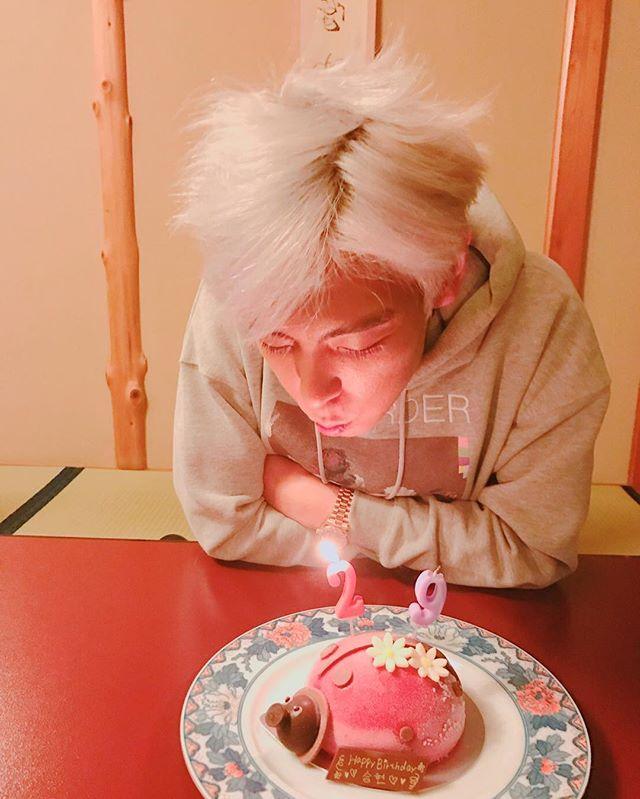 T.O.P de BIGBANG comparte adorables fotos de su infancia conmemorando su cumpleaños