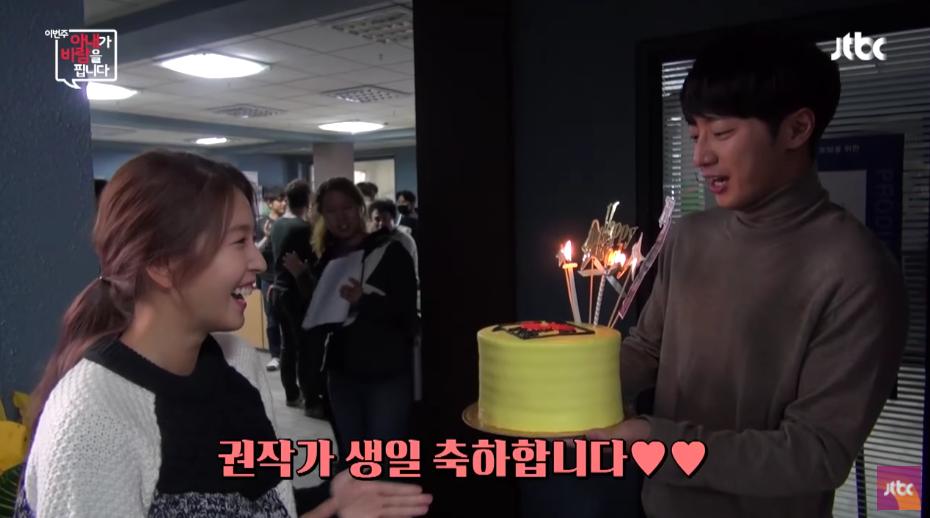 """El elenco y producción de """"My Wife Is Having An Affair This Week"""" sorprendió a BoA en su cumpleaños"""