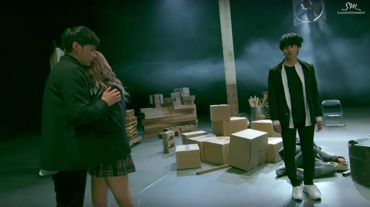 """Kim Heechul, Min Kyung Hoon y Momo de TWICE se encuentran en un complicado triángulo amoroso en el MV de """"Sweet Dream"""""""