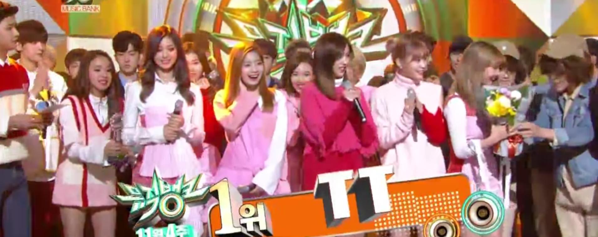 """TWICE se lleva el 11º premio con """"TT"""" en """"Music Bank"""""""