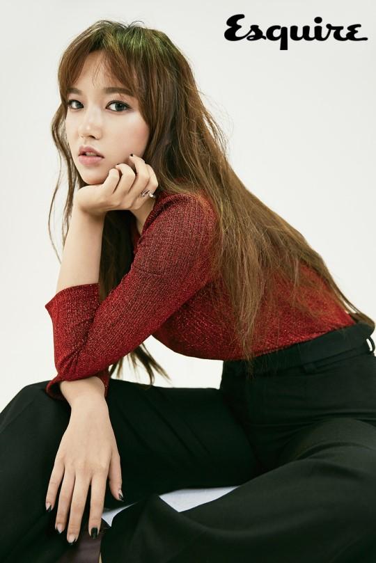 Cheng Xiao de Cosmic Girls es una belleza de otoño para Esquire Magazine