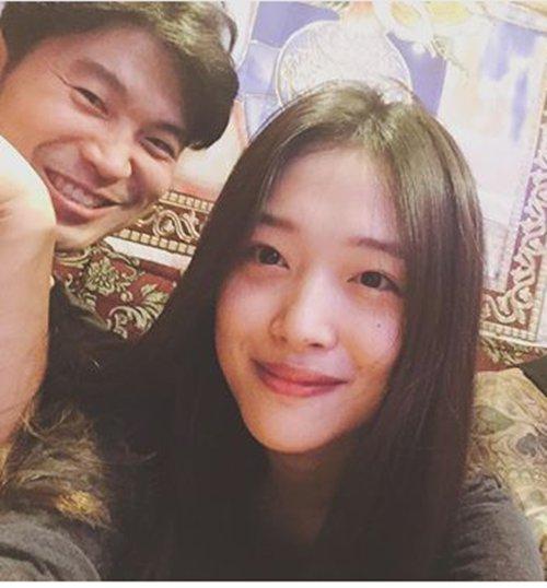 Sulli y Choiza acaban con los rumores de una ruptura con nuevas imágenes publicadas